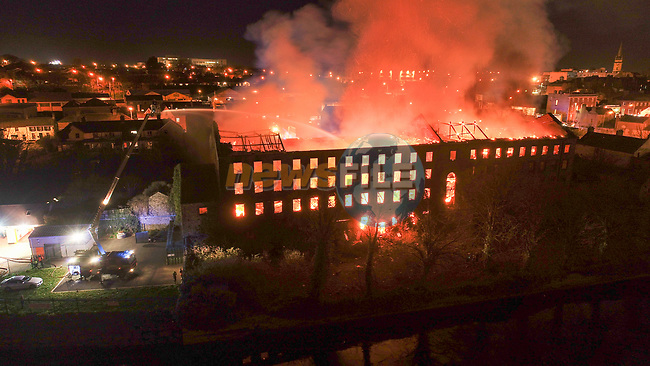 The former Donaghy's Mill off Trinity street in Drogheda on Fire. Units from Drogheda, Dunleer , Ardee Dundalk and Navan attended the scene of the four story Building a former Mill built in the 1820's and occupied up until the early 2000's<br /> <br /> Picture Fran Caffrey / Newsfile
