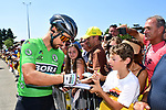 Green Jersey Peter Sagan (SVK) Bora-Hansgrohe with fans at sign on before the start of Stage 4 of the 2018 Tour de France running 195km from La Baule to Sarzeau, France. 10th July 2018. <br /> Picture: ASO/Alex Broadway | Cyclefile<br /> All photos usage must carry mandatory copyright credit (&copy; Cyclefile | ASO/Alex Broadway)