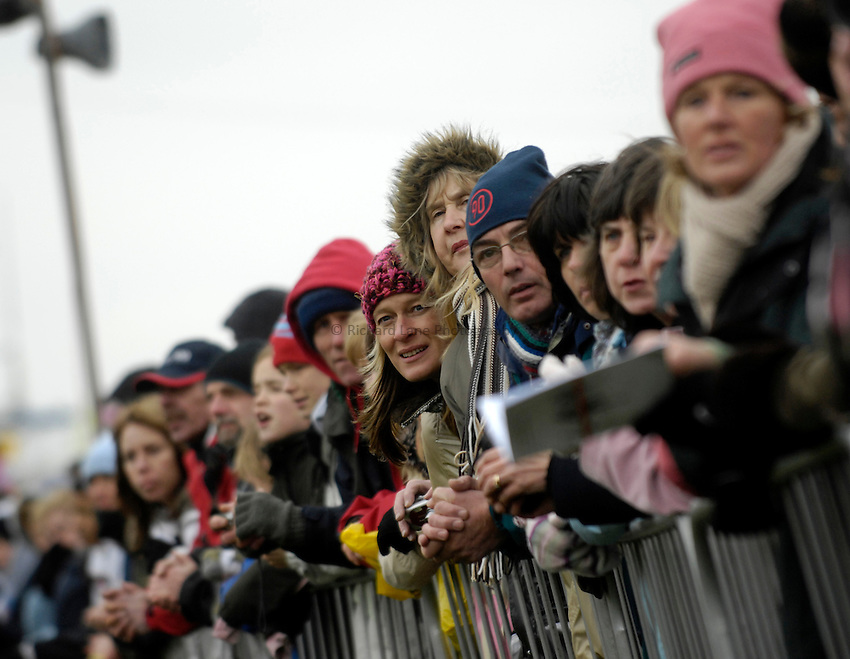 Photo: Jed Wee/Richard Lane Photography..Sainsbury's English Schools Cross Country. 24/03/2007...Spectators take in the action at the course.
