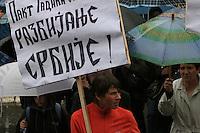 SERBIA - Mitrovica Città divisa in due dal fiume Ibar, a Nord abitata da Serbi e a sud da Kosovari albanesi Attualmente protetta da truppe internazionali della KFOR . pattugliamento di truppe francesi Una manifestazione di nazionalisti serbi, contro la creazione del Kosovo