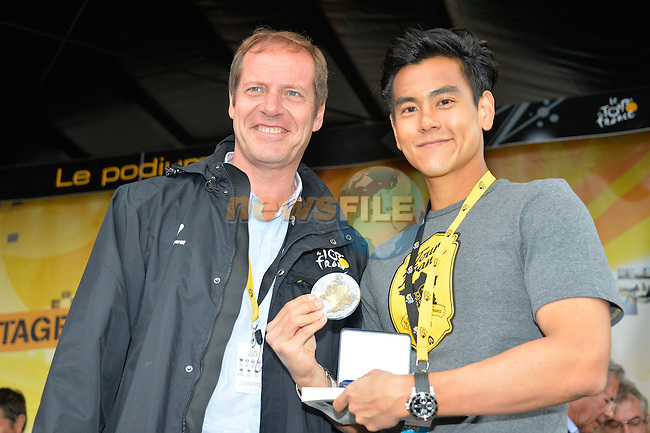 Tour Director Christian Prudhomme and actor Eddie PENG on the podium before the start of Stage 21 of the 2015 Tour de France running 109.5km from Sevres to Paris - Champs Elysees, France. 26th July 2015.<br /> Photo: ASO/B.Bade/Newsfile
