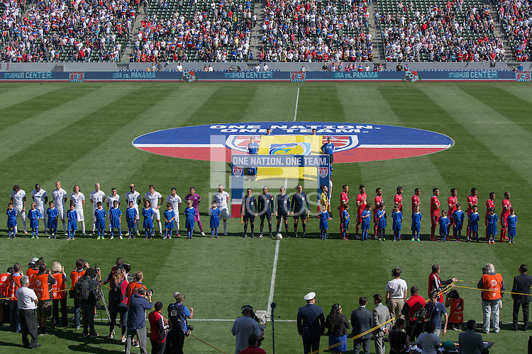 Carson, Calif. - Sunday, February 8, 2015: USA and Panama starting elevens line up. The USMNT defeated Panama 2-0 in an international friendly at StubHub Center.