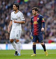 FUSSBALL  INTERNATIONAL  PRIMERA DIVISION  SAISON 2012/2013   26. Spieltag  El Clasico   Real Madrid  - FC Barcelona        02.03.2013 Lionel Messi (re, Barca) und Sami Khedira (Real Madrid)