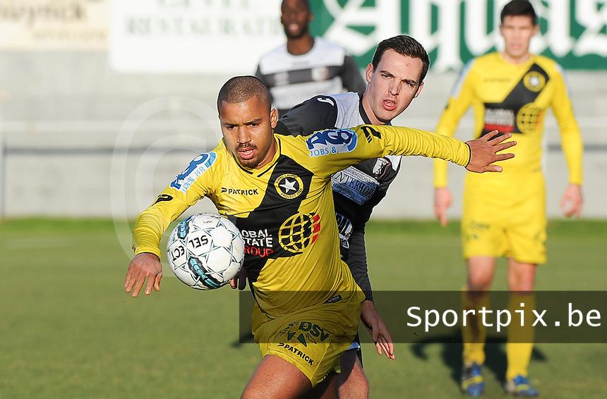 RC LAUWE - WS LAUWE :<br /> Karim Tajeddine (geel) tracht voorbij Vincent Wiart (achter) te geraken<br /> <br /> Foto VDB / Bart Vandenbroucke