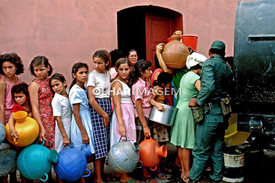 População sitiada na guerra civil de El Salvador. 1981. Foto de Juca Martins.