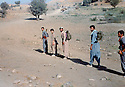 Iraq 1982 .Hatige Yachar with her peshmergas leaving the mountains, on her way to the Syrian border.Irak 1982.Hatige Yachar avec ses peshmergas sur le chemin de la frontiere syrienne