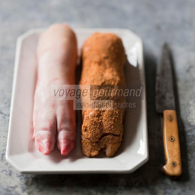 Gastronomie générale/Pieds de Cochon cru et pané de la Charcuterie Gilles Vérot Paris XV ème - Stylisme : Valérie LHOMME