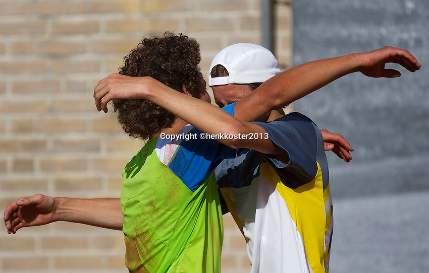 10-08-13, Netherlands, Rotterdam,  TV Victoria, Tennis, NJK 2013, National Junior Tennis Championships 2013,  Casper Bonapart(L) and Guus Koevermans falling into each others arm after a stunning boys 16 years final in witch both got cramps in the last couple of games.<br /> <br /> Photo: Henk Koster