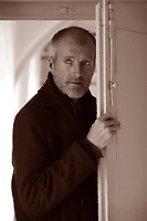 """Robert Seethaler è uno scrittore (ma anche attore e sceneggiatore) austriaco che oggi vive a Berlino. Lo abbiamo incontrato al Salone di Torino, dove presentava """"Un vita intera"""", edito da Neri Pozza, il suo secondo libro pubblicato in Italia dopo """"Il tabaccaio di Vienna"""".  Ha  ottenuto  un grande successo in Germania. Premio Bottari Lattes Grinzane, Il Germoglio ottobre 2016. © Leonardo Cendamo"""
