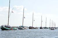 ZEILEN: TERHERNE, 23-07-2014, SKS skûtsjesilen, vlaggen halfstok i.v.m. vliegramp, ©foto Martin de Jong