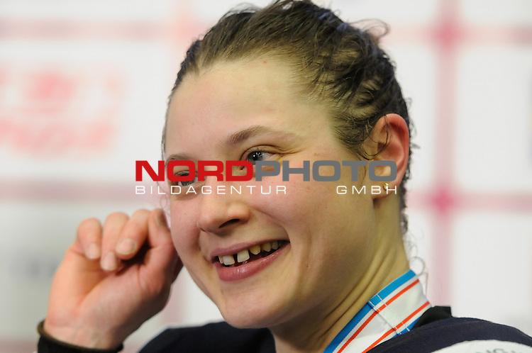 04.04.2015, Malm&ouml; Ishall, Malm&ouml; , SWE, IIHF Eishockey Frauen WM 2015, Finnland  (FIN) vs Russland (RUS), im Bild, Finnland wird Dritter der WM, Jenni HIIRIKOSKI (#6, FIN)<br /> <br /> <br /> ***** Attention nur f&uuml;r redaktionelle Berichterstattung *****<br /> <br /> Foto &copy; nordphoto / Hafner