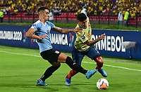 BUCARAMANGA - COLOMBIA, 09-02-2020: Jorge Carrascal de Colombia disputa el balón con Jose Luis Rodriguez de Uruguay durante partido entre Colombia U-23 y Uruguay U-23 por el cuadrangular final como parte del torneo CONMEBOL Preolímpico Colombia 2020 jugado en el estadio Alfonso Lopez en Bucaramanga, Colombia. / Jorge Carrascal of Colombia fights the ball with Jose Luis Rodriguez of Uruguay during the match between Colombia U-23 and Uruguay U-23 for for the final quadrangular as part of CONMEBOL Pre-Olympic Tournament Colombia 2020 played at Alfonso Lopez stadium in Bucaramanga, Colombia. Photo: VizzorImage / Jaime Moreno / Cont