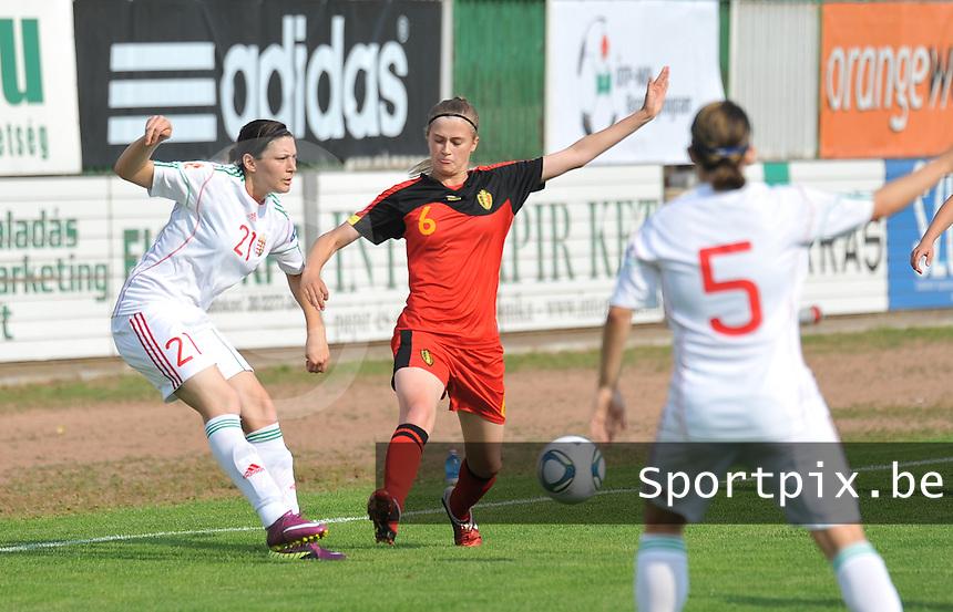 Hungary - Hongarije : UEFA Women's Euro Qualifying group stage (Group 3) - 20/06/2012 - 17:00 - szombathely  - : Hungary ( Hongarije ) - BELGIUM ( Belgie) :.duel tussen Julie Biesmans en Bernadett Zagor.foto DAVID CATRY / JOKE VUYLSTEKE / Vrouwenteam.be.