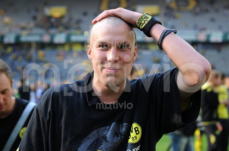 FUSSBALL   1. BUNDESLIGA   SAISON 2010/2010   32. Spieltag Borussia Dortmund - 1. FC Nuernberg                     30.04.2011 Borussia Dortmund feiert den Gewinn der Deutschen Meisterschaft 2011:  Kevin GROSSKREUTZ (Dortmund) mit neuer Frisur