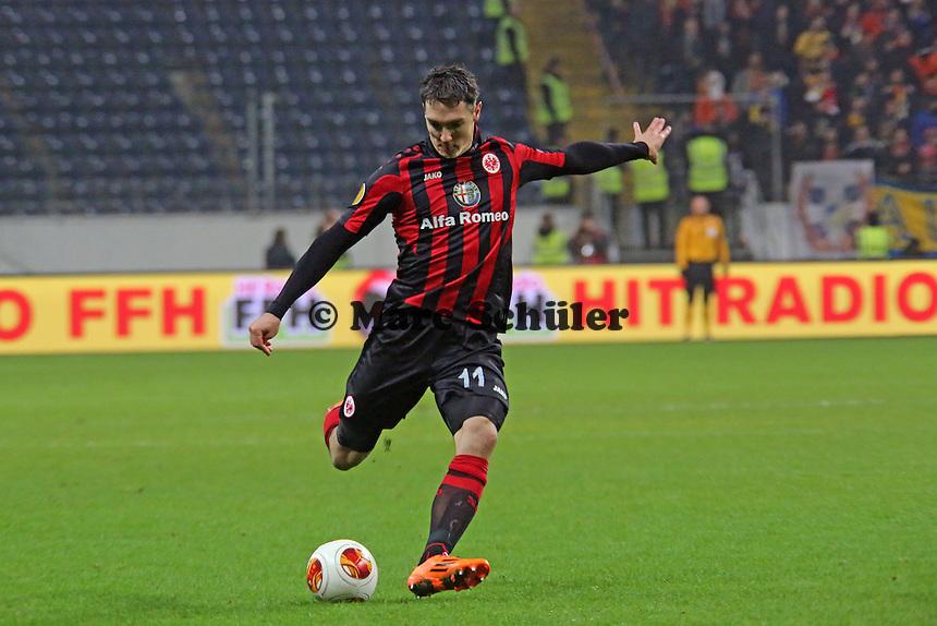 Srdjan Lakic (Eintracht) zieht ab - Eintracht Frankfurt vs. APOEL Nikosia, Commerzbank Arena, Europa League Gruppenphase