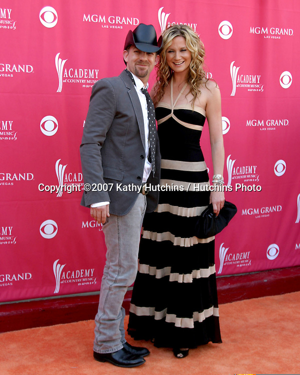 sugarland.Academy  of Country Music Awards.MGM Grand Garden Arena.Las Vegas, NV.May 15, 2007.©2007 Kathy Hutchins / Hutchins Photo....