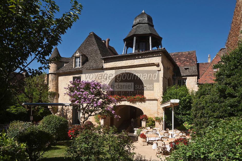 EEurope/France/Aquitaine/24/Dordogne/Vallée de la Dordogne/Périgord Noir/Sarlat-la-Canéda: Le présidial ou s'exercait la justice royale.<br /> Haut lieu de la magistrature royale, ce lieu possède une architecture étonnante. Construit au XVIIe siècle, le Présidial fut ensuite transformé en sous-préfecture avant d'être cédé à des particuliers.<br /> Aujourd'hui, sa cour et son patio abritent un restaurant. Observez attentivement son élévation couronnée par un clocheton à la forme si particulière.