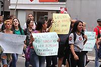 CAMPINAS, SP, 22.03.2019: PROTESTO-SP - Ato conjunto dos servidores municipais de Campinas e professores da rede estadual de São Paulo na manhã desta sexta-feira (22) na região central de Campinas, interior de São Paulo. O protesto é contra a Reforma da Previdência e ocupa o Largo do Rosário, os manifestantes também realizaram uma passeata nas vias do centro. (Foto: Luciano Claudino/Código19)