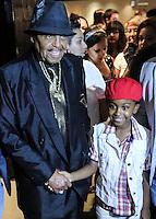SAO PAULO, SP, 08 MARÇO 2013 - COLETIVA MUSIC FOREVER KING OF POP - Joe Jackson pai do cantor Michael Jackson e o ator mirim Jean (Chiquititas)durante coletiva de imprensa do espetáculo musicalFOREVER KING OF POP,dirigido pelo espanholCarlos López no Hotel Tivolli na regiao da Avenida Paulista nesta sexta-feira, 08. (FOTO: VANESSA CARVALHO / BRAZIL PHOTO PRESS).