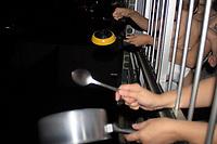 """Recife - PE, 18/03/2020 - Protesto-Bolsonaro - Recife registra panelaco contra Bolsonaro antes do horario previsto nesta quinta 18, no Bairro da Torre, zona oeste da cidade. O horario que havia sido divulgado seria as 20:30 porem os recifenses comecaram o ato exatamente as 20:00 e repetiram o ato as 20:30. Os protesto tem sua motivacao apos Bolsonaro falar<br /> mais de uma vez, em """"histeria"""" em relacao ao novo coronavirus e dizer que acoes de governadores sobre isolamento prejudicam a economia.. (Foto: Pedro De Paula/Codigo 19/Codigo 19)"""