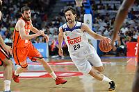 MADRID, ESPAÑA - 11 DE JUNIO DE 2017: Sergio Llull conduce el balón durante el partido entre Real Madrid y Valencia Basket, correspondiente al segundo encuentro de playoff de la final de la Liga Endesa, disputado en el WiZink Center de Madrid. (Foto: Mateo Villalba-Agencia LOF)