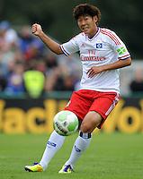 FUSSBALL   DFB POKAL   SAISON 2011/2012  1. Hauptrunde VfB Oldenburg - Hamburger SV                             30.07.2011 Heung Min SON (Hamburger SV) Einzelaktion am Ball