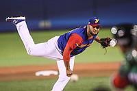 Yusmeiro Petit pitcher inicial de Venezuela hace lanzamientos en el primer inning , durante el partido Mexico vs Venezuela, World Baseball Classic en estadio Charros de Jalisco en Guadalajara, Mexico. Marzo 12, 2017. (Photo: AP/Luis Gutierrez)