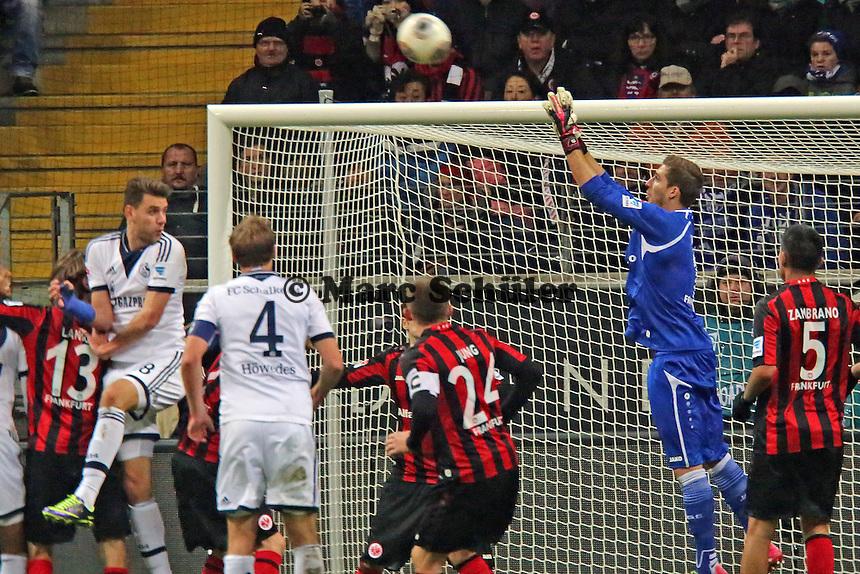 Kevin Trapp (Eintracht) haelt gegen Adam Szalai (Schalke) - Eintracht Frankfurt vs. FC Schalke 04, Commerzbank Arena
