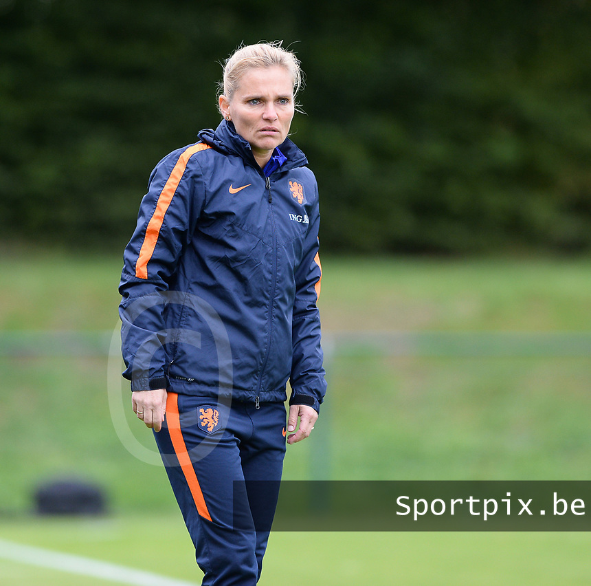20170914 - TUBIZE ,  BELGIUM : Dutch head coach Sarina Wiegman   pictured during the friendly female soccer game between the Belgian Red Flames and European Champion The Netherlands , a friendly game in the preparation for the World Championship qualification round for France 2019, Thurssday 14 th September 2017 at Euro 2000 Center in Tubize , Belgium. PHOTO SPORTPIX.BE | DAVID CATRY