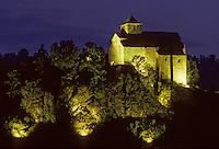 Europeeglisee/15/Cantal/env de Murat: Chapelle de Bredons - Eglise fortifiée romane du XIème siècle vue de nuit