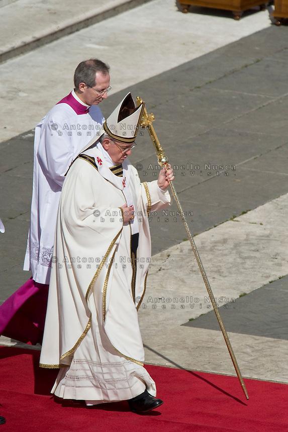 Papa Francesco in Piazza San Pietro durante la celebrazione della Santa Messa.