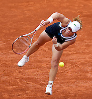 Samantha Stosur (AUS) (17) against Justine Henin (BEL) (22) in the third round of the women's singles. Samantha Stosur beat Justine Henin 2-6 6-1 6-4..Tennis - French Open - Day 9 - Mon 31 May 2010 - Roland Garros - Paris - France..© FREY - AMN Images, 1st Floor, Barry House, 20-22 Worple Road, London. SW19 4DH - Tel: +44 (0) 208 947 0117 - contact@advantagemedianet.com - www.photoshelter.com/c/amnimages