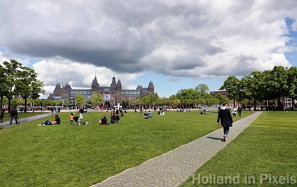 Nederland Amsterdam 2019 . Het Museumplein met op de achtergrond het Rijksmuseum. Foto Berlinda van Dam / Hollande Hoogte