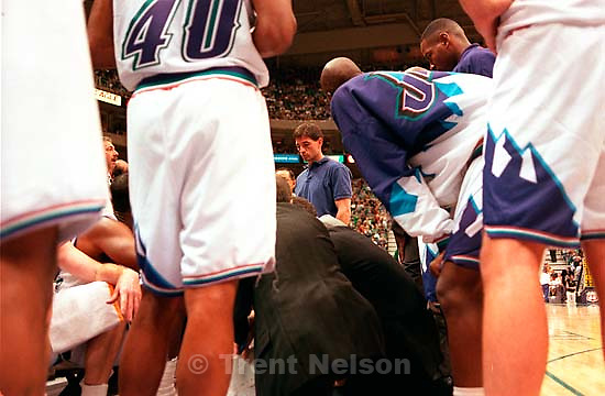 Utah's John Stockton misses his first home game since 1990. Jazz vs. Nuggets.<br />