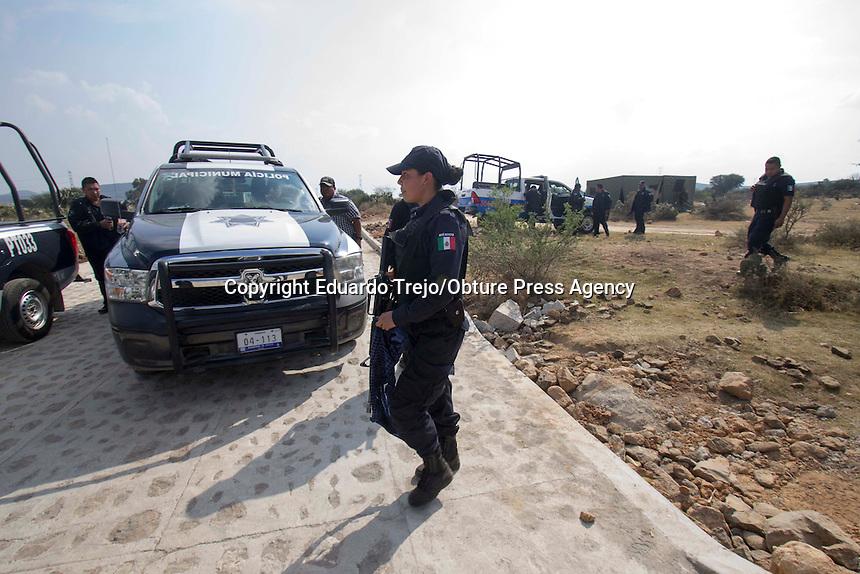Colón, Querétaro. 16 diciembre 2016.- Luego de una semana con un fuerte olor a químicos, autoridades policiacas descubrieron un narcolaboratorio en las inmediaciones de la comunidad de Urecho, en Colón, Querétaro.