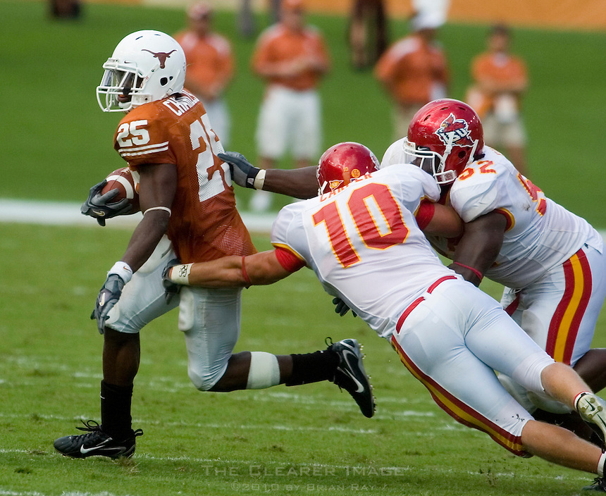 23 September 2006: Texas back Jamaal Charles (#25) beats Iowa State defenders Adam Carper (#10) and Brent Curvey around the end during the Longhorns 37-14 victory over the Iowa State Cyclones at Darrell K Royal Memorial Stadium in Austin, TX.