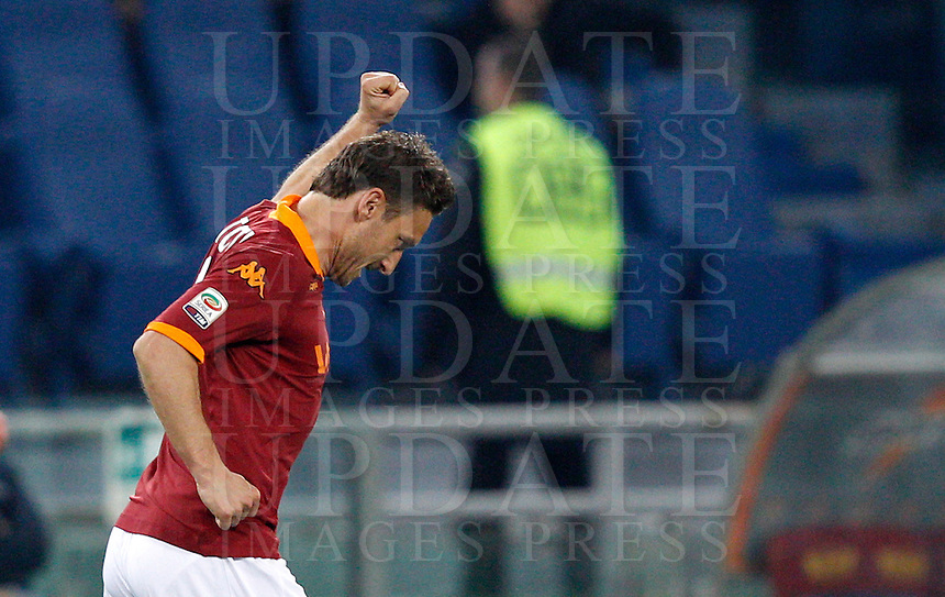 Calcio, Serie A: Roma vs Lazio. Roma, Stadio Olimpico, 8 aprile 2013..AS Roma forward Francesco Totti celebrates after scoring on a penalty kick during the Italian serie A football match between A.S. Roma  and Lazio at Rome's Olympic stadium, 8 april 2013..UPDATE IMAGES PRESS/Riccardo De Luca