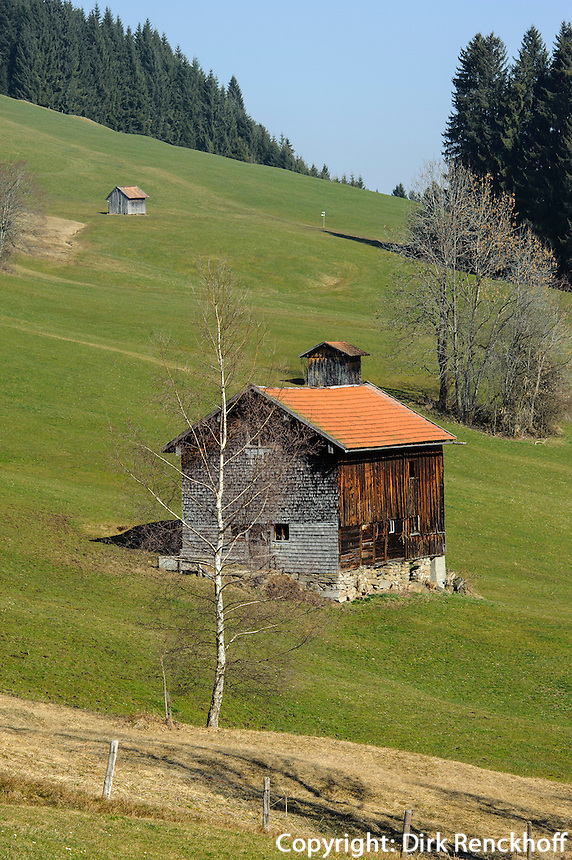 Heustadel auf Weiden bei Ofterschwang im Allg&auml;u, Bayern, Deutschland<br /> hay barn on pastures near Ofterschwang, Allg&auml;u, Bavaria, Germany