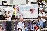 Campobasso 05/07/2014: Papa Francesco Bergoglio visita il Molise. Nella foto durante credenti durante la celebrazione della messa a Campobasso.<br /> <br /> Campobasso (Molise) Italy: Pope Francis visits the small region of Italy. In the picture during the visit to Campobasso