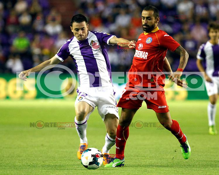 Real Valladolid´s Rukavina (l) and Getafe's Diego Castro (r) during La Liga match.August 31,2013. (ALTERPHOTOS/Victor Blanco)