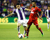 Real Valladolid´s Rukavina (l) and Getafe's Diego Castro (r) during La Liga match.August 31,2013. (ALTERPHOTOS/Victor Blanco)