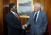 Former president of Portugal Mario Soares (R) and Isaias Samakuva (L)  leader of opposition party the National Union for the Total Liberation of Angola (UNITA) - 26/09/2003