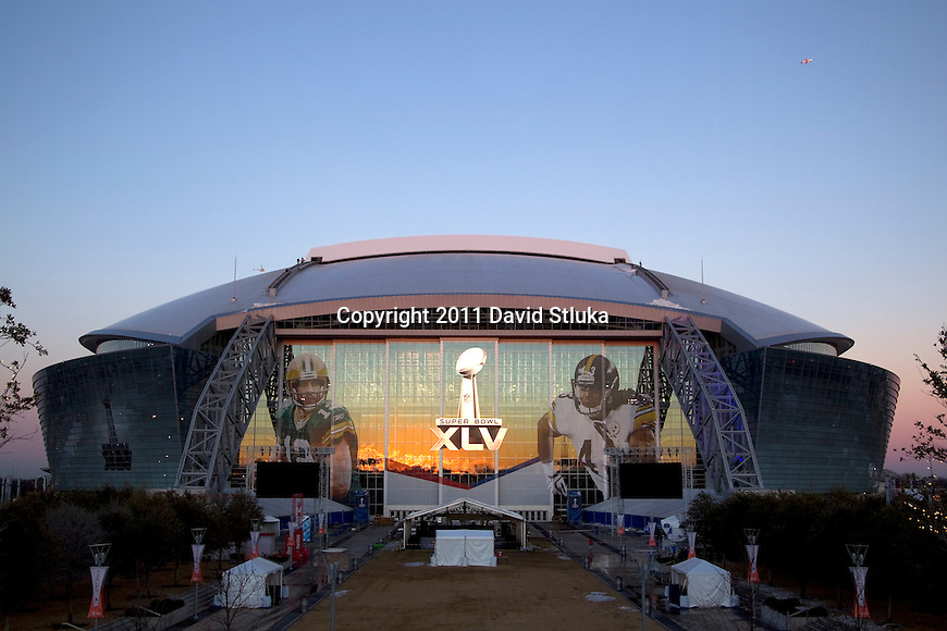 A general view outside Cowboys Stadium the night before Super Bowl XLV on February 5, 2011 in Arlington,Texas. (AP Photo/David Stluka)