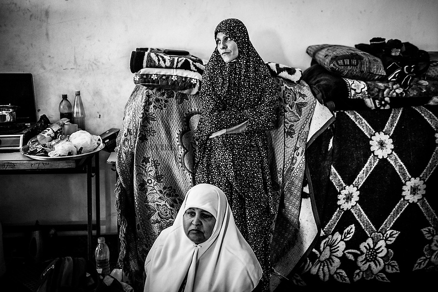 Gaza, Beach Camp: Shadia Alsabagh et sa belle-m&egrave;re debout dans la salle de classe o&ugrave; elles se sont install&eacute;es au mois de septembre 2014. Leur maison &agrave; Beit Laya a &eacute;t&eacute; d&eacute;truite le premier jour de la guerre de l'&eacute;t&eacute; 2014.  22/10/14<br /> <br /> Gaza,Beach Camp: Shadia Alsabagh and her step mother standing in the classroom where they settled down in September 2014 . Their house in Beit Laya was destroyed on the first day of the 2014 war.   22/10/14