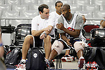 USA's coach Mike Krzyzewski (l) and Kobe Bryant during training session.July 23,2012(ALTERPHOTOS/Acero)