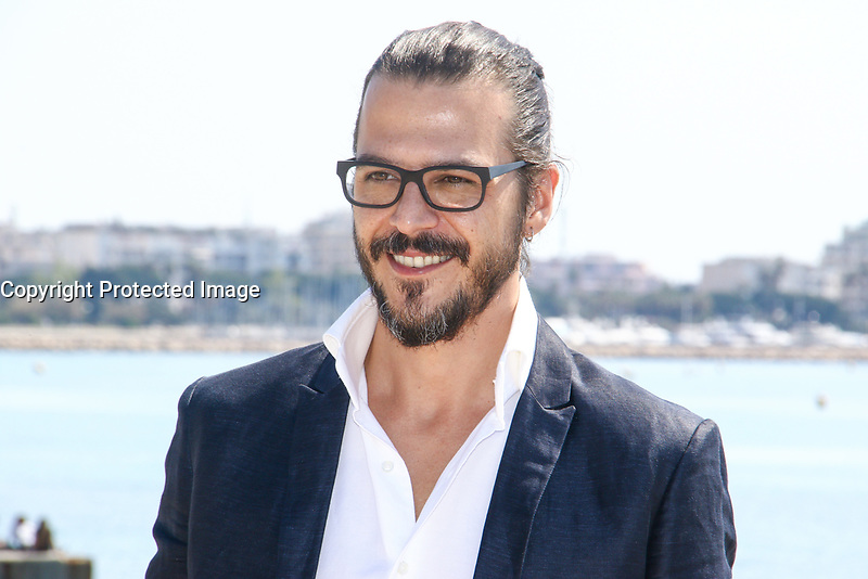 Mehmet Gunsur lors du photocall de PHI pendant le MIPTV a Cannes, le lundi 3 avril 2017.