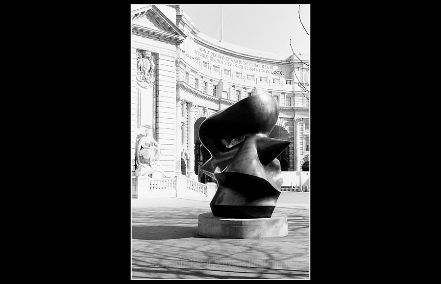 'Large Spindle Piece' abstract bronze sculpture by Henry Moore (1898 - 1986) - Admiralty Arch - Designed by Sir Aston Webb (1849 - 1930) and completed in 1912.