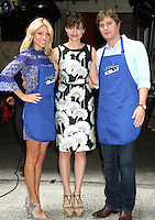 NEW YORK,NY - July 19, 2012: Kelly Ripa with Rob Thomas and Carla Gugino on Live! with Kelly filming the Grilling with the Stars segment. New York City. © RW/MediaPunch Inc. /*NORTEPHOTO.com* **SOLO*VENTA*EN*MEXICO** **CREDITO*OBLIGATORIO** *No*Venta*A*Terceros* *No*Sale*So*third* ***No*Se*Permite*Hacer Archivo***No*Sale*So*third*©Imagenes*