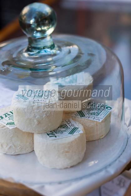 France, Aquitaine, Pyrénées-Atlantiques, Pays Basque, Saint-Jean-de-Luz, le marché, fromages de chêvre   //  France, Pyrenees Atlantiques, Basque Country, Saint Jean de Luz, Goat Cheese on the market