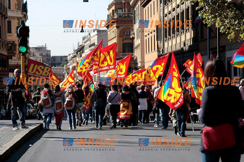 Roma 18-10-2013 Manifestazione dei sindacati di base USB e COBAS in occasione dello sciopero nazionale dei lavoratori.<br /> Strike and demonstration of the Left Trade Unions<br /> Photo Samantha Zucchi Insidefoto